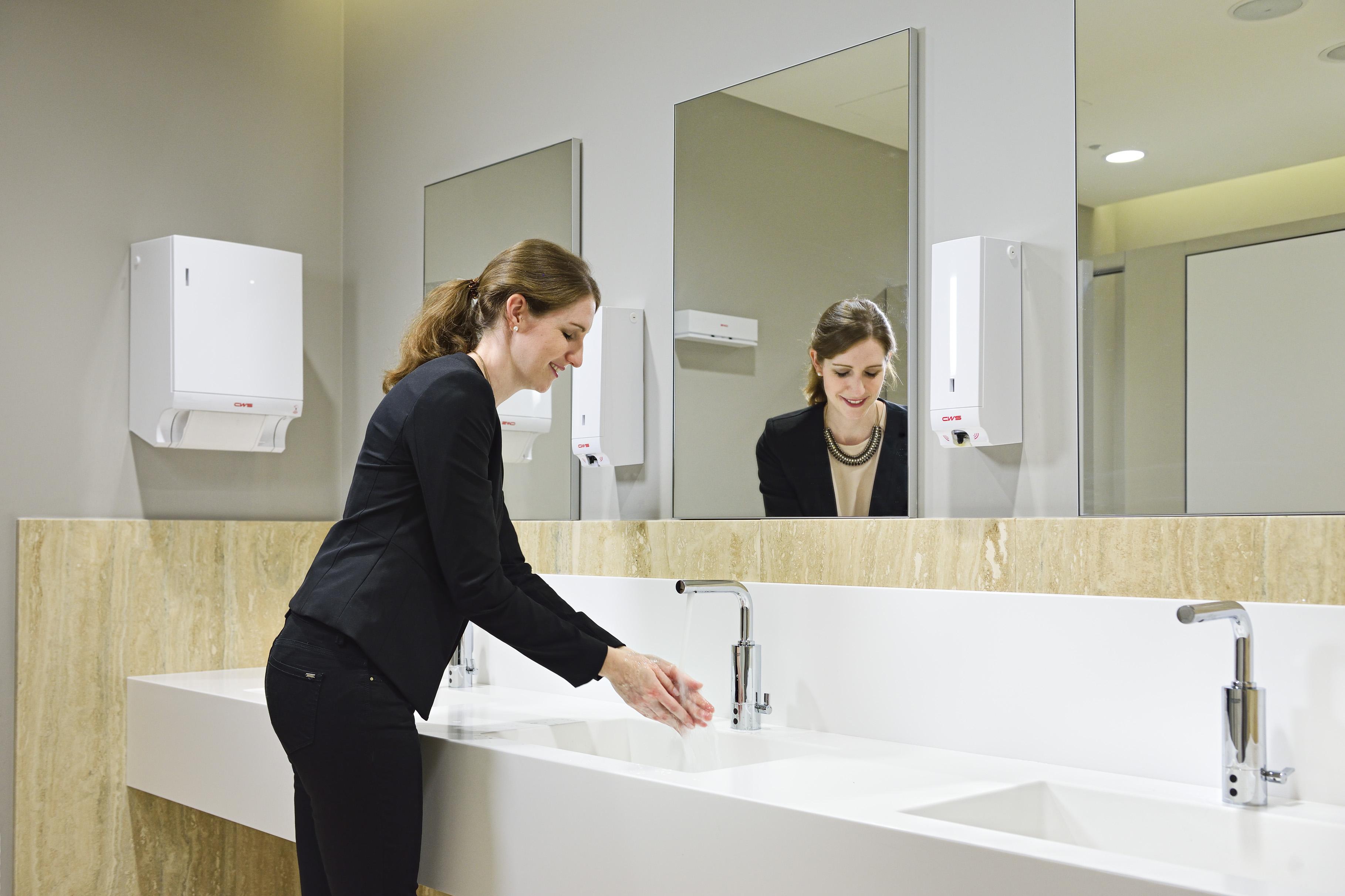 loovio-by-CWS-hand-washing-luxury-washroom