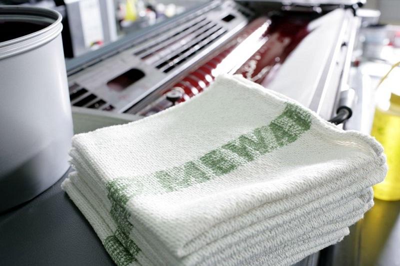 MEWATEX® eignet sich überall wo Öl, Farbe, Lösemittel oder Fett beseitigt werden müssen.