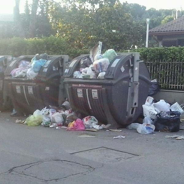 Municipal_solid_waste_in_Rome_01
